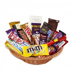 Chocolate Lover's Delight Basket-900gm